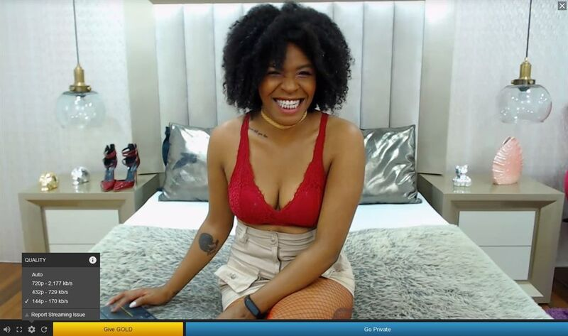 Gorgeous ebony sweetheart laughs the day away with her guests on Streamate