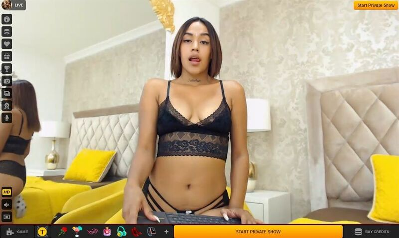 Young ebony queen seduces her members on LiveJasmin